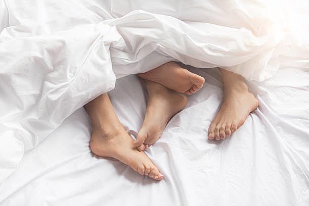 На која страна од креветот спиете