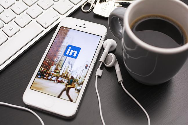 Барате работа? Отворете си профил и искористете ги предностите на LinkedIn