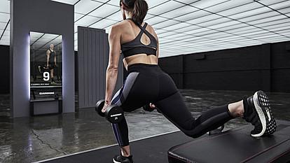 Интерактивно паметно огледало со виртуелен личен тренер прети да ги испразни фитнес салите