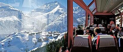 Најмагичното патување со панорамски воз низ швајцарските Алпи