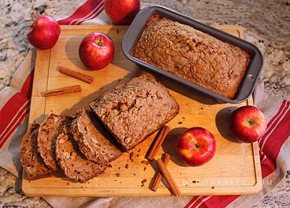 Домашен сладок леб со јаболка и цимет – главен хит оваа есен