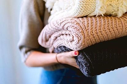 Паметни трикови како да го продолжите векот на вашата облека