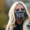 Лејди Гага во извонредна креација на Александар Меквин  за време на политичката кампања