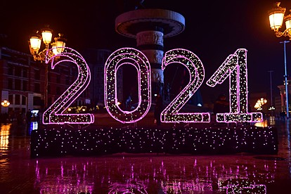 Светна новогодишната елка на скопскиот плоштад